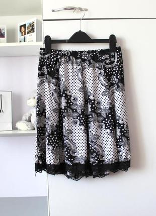 Черно-белая итальянская юбка с кружевом