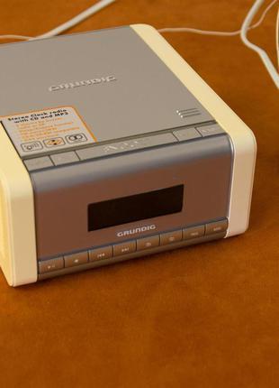 Бумбокс GRUNDIG SonoClock CCD 5600 SPCD (Часы, радио, CD)