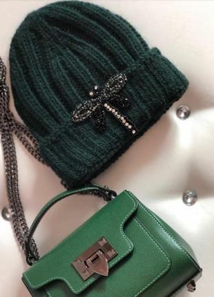 Женская шапка зеленого цвета