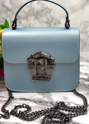 Кожаная сумочка красивого цвета
