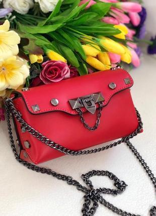 Маленькая красная сумочка италия