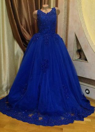 Длинное пышное вечернее платье