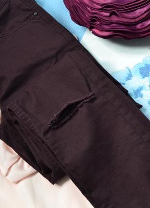 Штаны /джинсы с разрезом на коленях цвета марсала/ бордо размер с