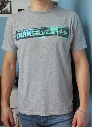 Красивая мужская серая футболка размер м