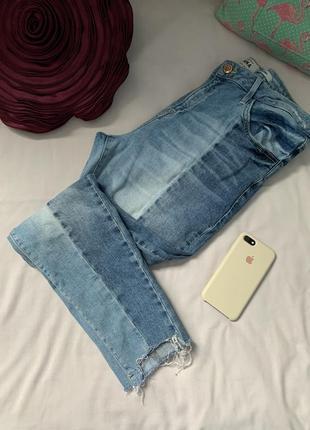 Стильные джинсы с необработанным краем на невысокую девушку