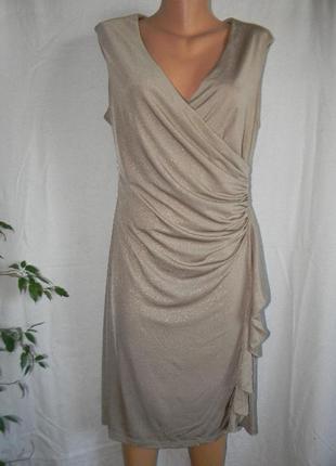 Красивое блестящее платье