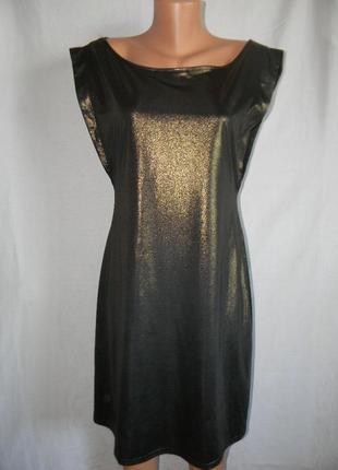 Красивое блестящее платье с открытой спиной