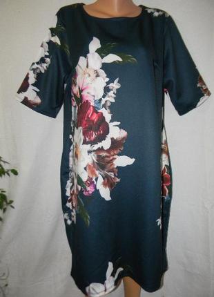 Красивое платье с принтом цветы