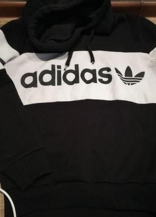 Толстовка Adidas.