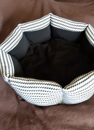 Лежанка лежак спальное место для кошек и собак размер 35×35