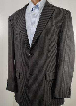 Мужской черный костюм в полоску размер 52