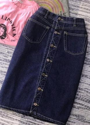 Джинсовая миди юбка на пуговицах