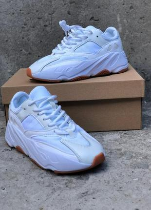 Кроссовки: adidas yeezy boost 700 wave runner white.