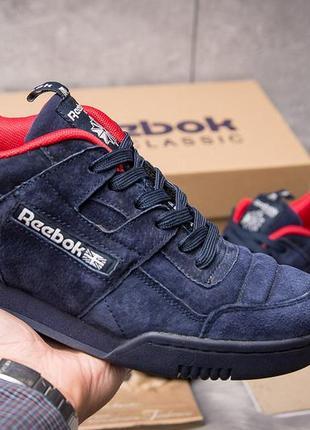 Кроссовки: reebok classic.