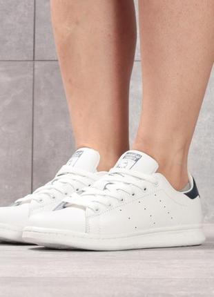 Кроссовки: adidas stan smith.
