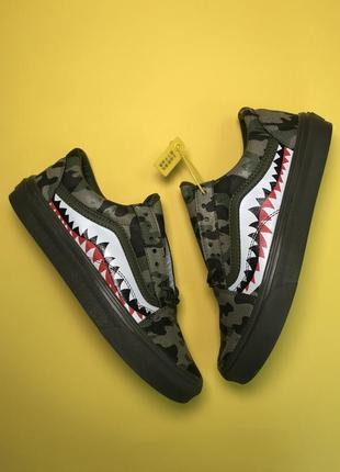 Кроссовки:  vans old skool black green camo.
