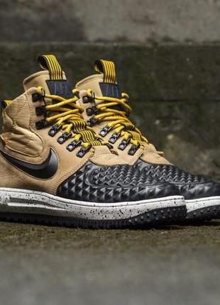 Nike lunar force 1 duckboot beige black .