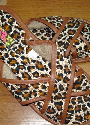 Леопардовые летние тапочки