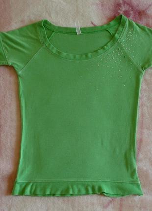 Салатовая футболка со стразами