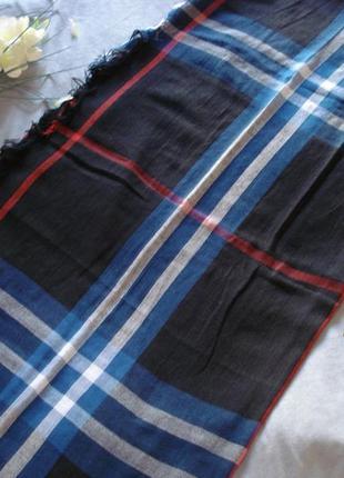 Стильный клетчатый шарф-палантин