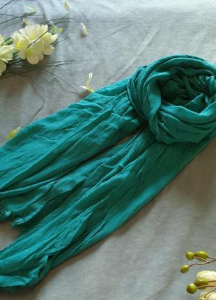 Изумрудно-зеленый шарф-палантин
