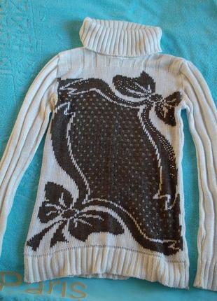 Белый свитер с бантиками