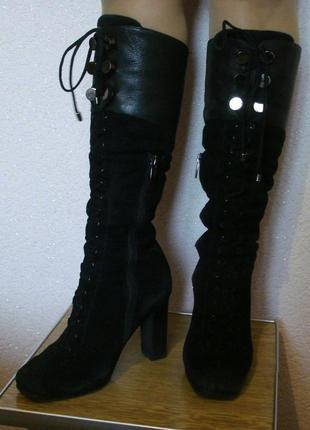 Черные высокие сапоки на каблуке