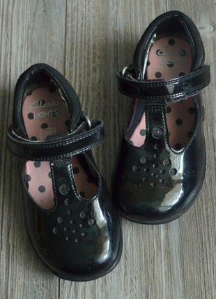 Туфли лаковые с мигалками кожа clarks 25,5g