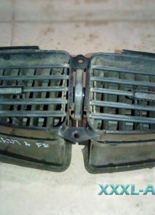Дефлектори повітря центральні Hyundai Santa Fe I 9742026500