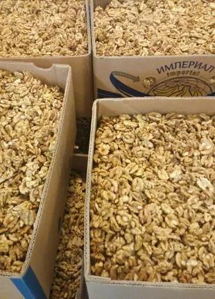 Продам ядро грецкого ореха бабочка пшеничная 2т в ящиках по 10кг,