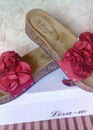 Модные шлепанцы шлепки с объемными цветами