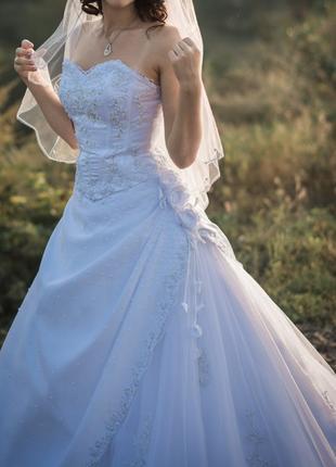 Свадебное платьесо шлейфом фирмы Miss Kelly (Франция)