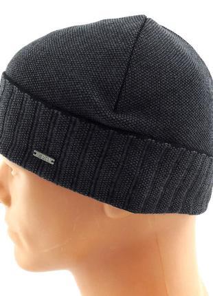 Вязаная шапка мужская с отворотом и флисом