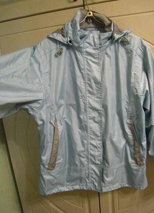 Осеняя женская куртка-ветровка