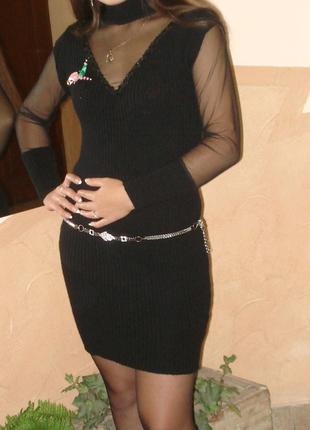 Плаття чорне.