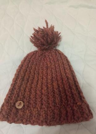 Мила в'язана шапка