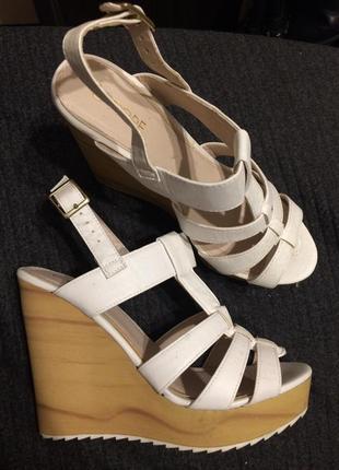 Fiore сандали босоножки на платформе танкетке белые
