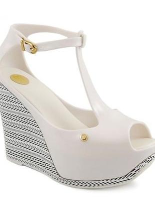 Mellisa резиновые босоножки сандали на танкетке платформе белые
