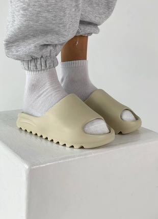 Сланцы Adidas Yeezy Slide Bone бежевого цвета (Адидас Изи Буст...