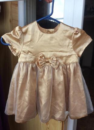 Нарядное золотое платье для малышки