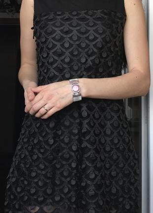 Стильное чёрное платье с декором