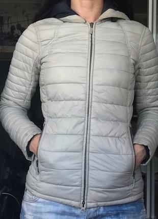 Стильная качественная куртка с дефектом