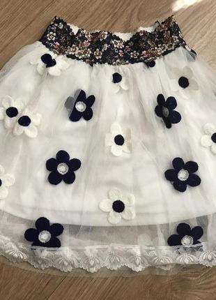 Нарядная юбка с цветочной вышивкой