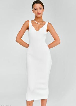 Трикотажное силуэтное платье