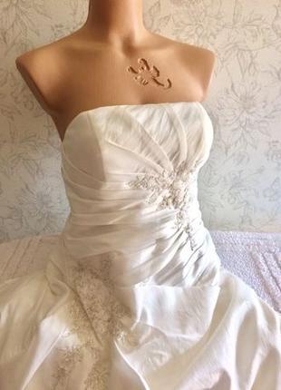 Свадебное платье со шлейфом р .12-14