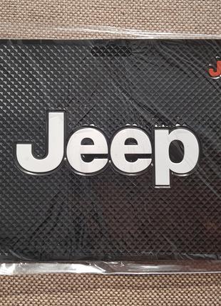 Jeep - Антискользящий коврик на торпедо с эмблемой и надписью