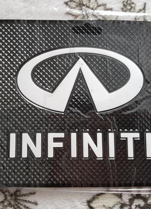 Infinity - Антискользящий коврик на торпедо с эмблемой и надписью