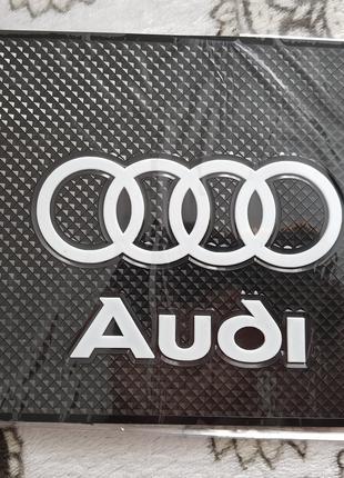 Audi - Антискользящий коврик на торпедо с эмблемой и надписью