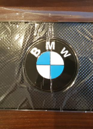 BMW - Антискользящий коврик на торпедо с эмблемой и надписью