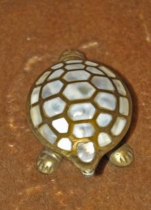 Шкатулка- черепаха, інкрустована перламутром